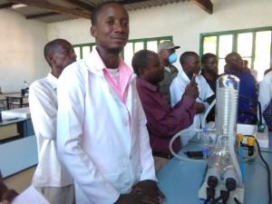 O professor Bustane é o coordinador do Curso de Laboratório
